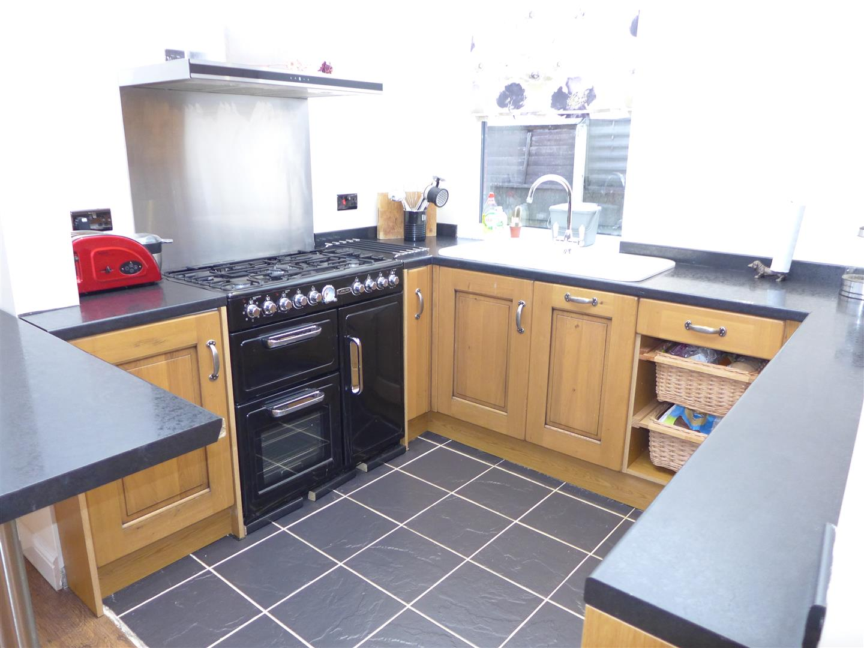 Ideal standard alto bathroom suite - Bury Old Road Heywood 3 Bed Type Unknown Ol10 3lg 163
